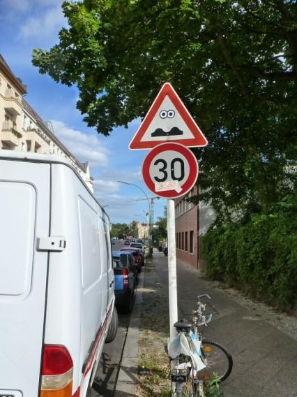 Verkehrszeichen Street Art Berlin