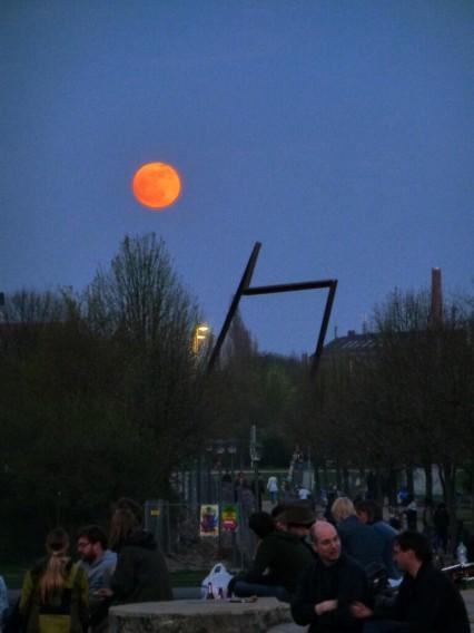 Berlin Kreuzberg Görlitzer Park Mond